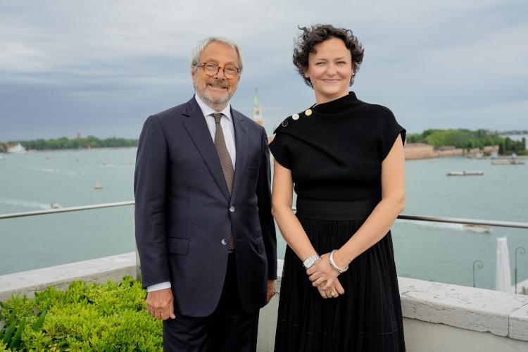 Biennale Arte 2022: Il latte dei sogni