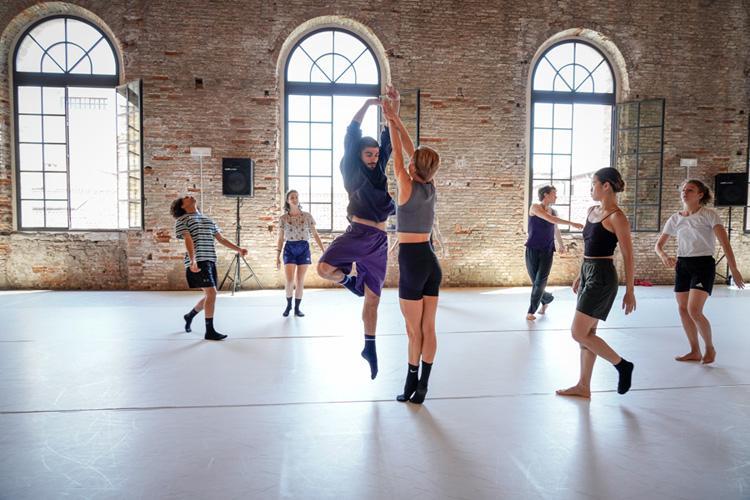 Biennale Danza 2021: over 100 artists into Wayne McGregor's directorship