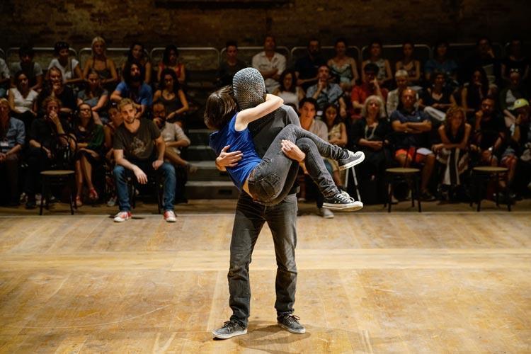 Il nuovo bando di Biennale College Teatro: autori